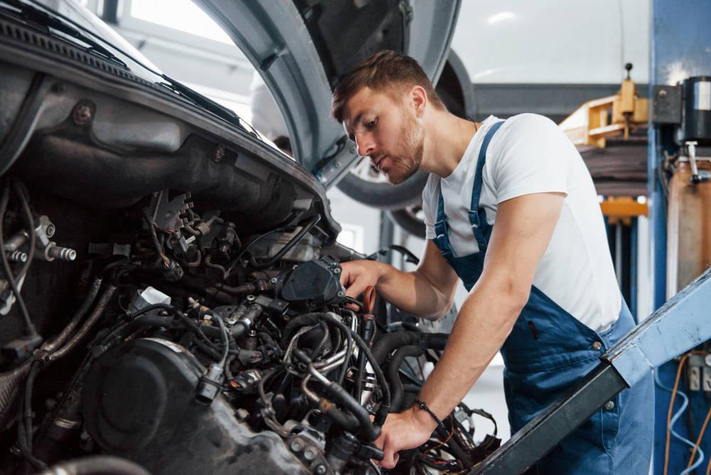 La reconstrucción de motores, una actividad para la que se requiere un gran talento manual